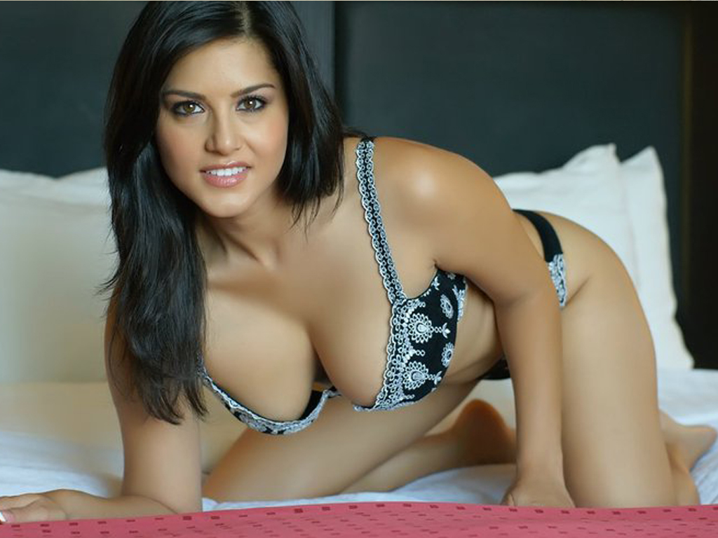 Indian-Poonam-Pandey-Photos-ultra-hd--Sexy-Wallpapers