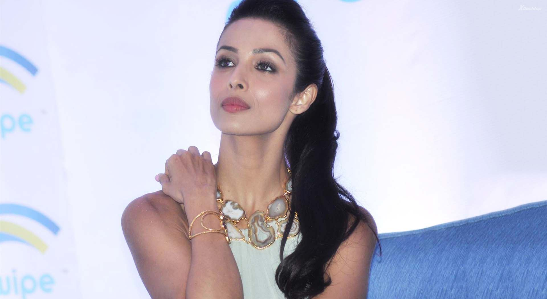 malaika-arora-cute-wallpapers