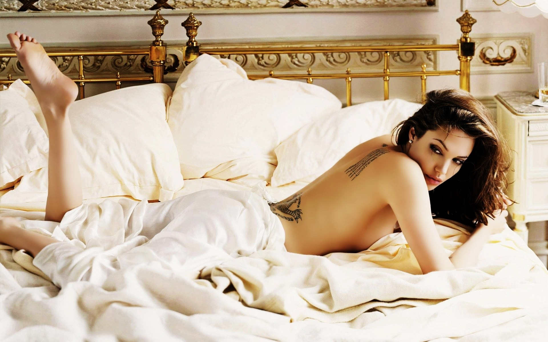 angelina-jolie-hot-nude-photos