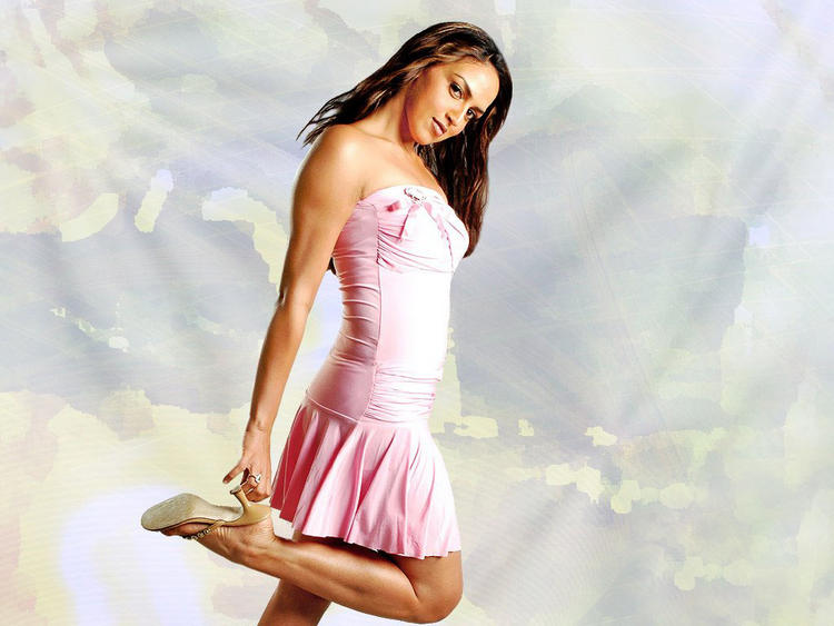 esha-deol-cute-pink-dress-wallpaper