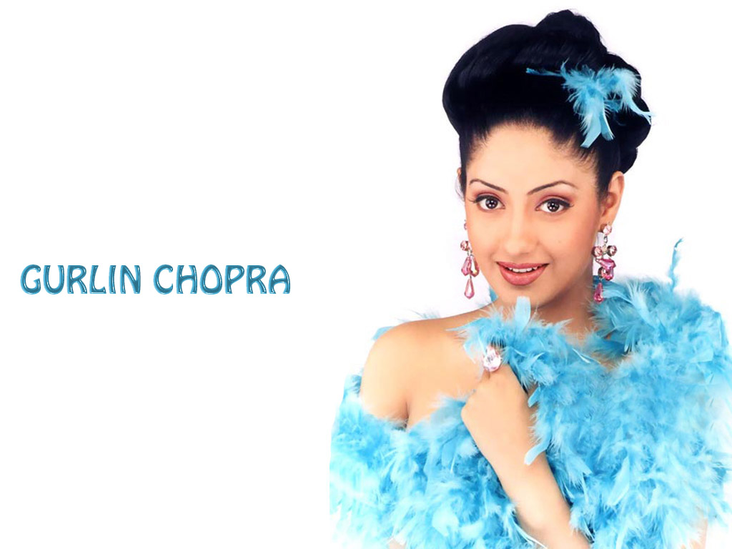 Gurlin-Chopra-blue-wallpapers