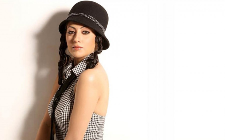 Gurlin-Chopra-hat-hd-wallpapers