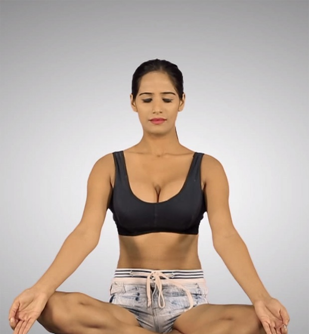 Indian-Poonam-Pandey-Photos-HOT-Yoga-Wallpapers