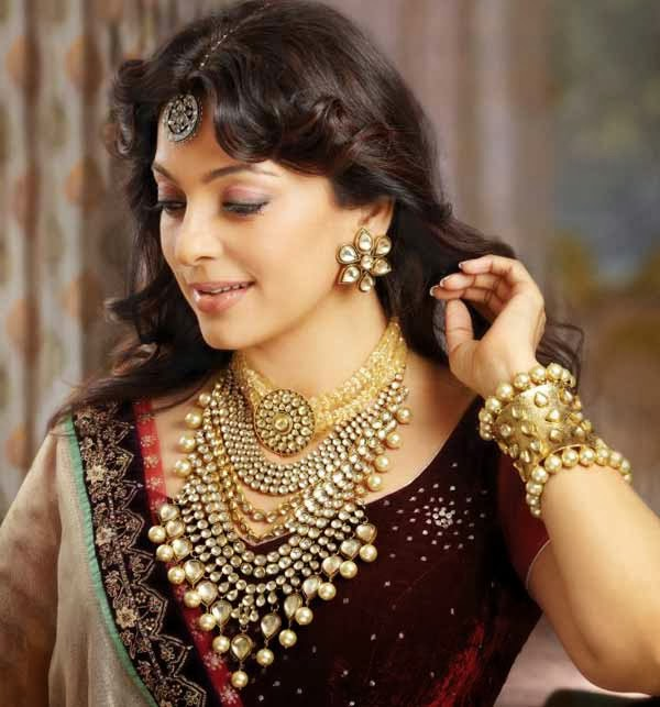Juhi_Chawla-face-Indian-actress-Bollywood-wallpapers