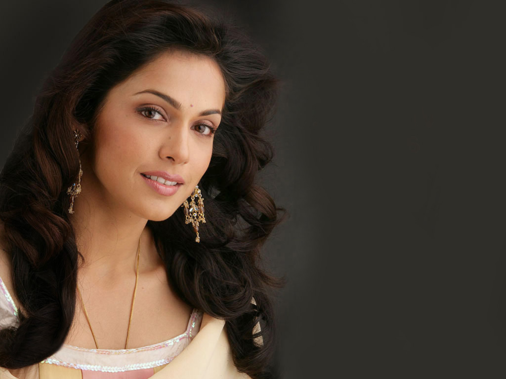 hot_bollywood_actress_isha_koppikar-hd-pics