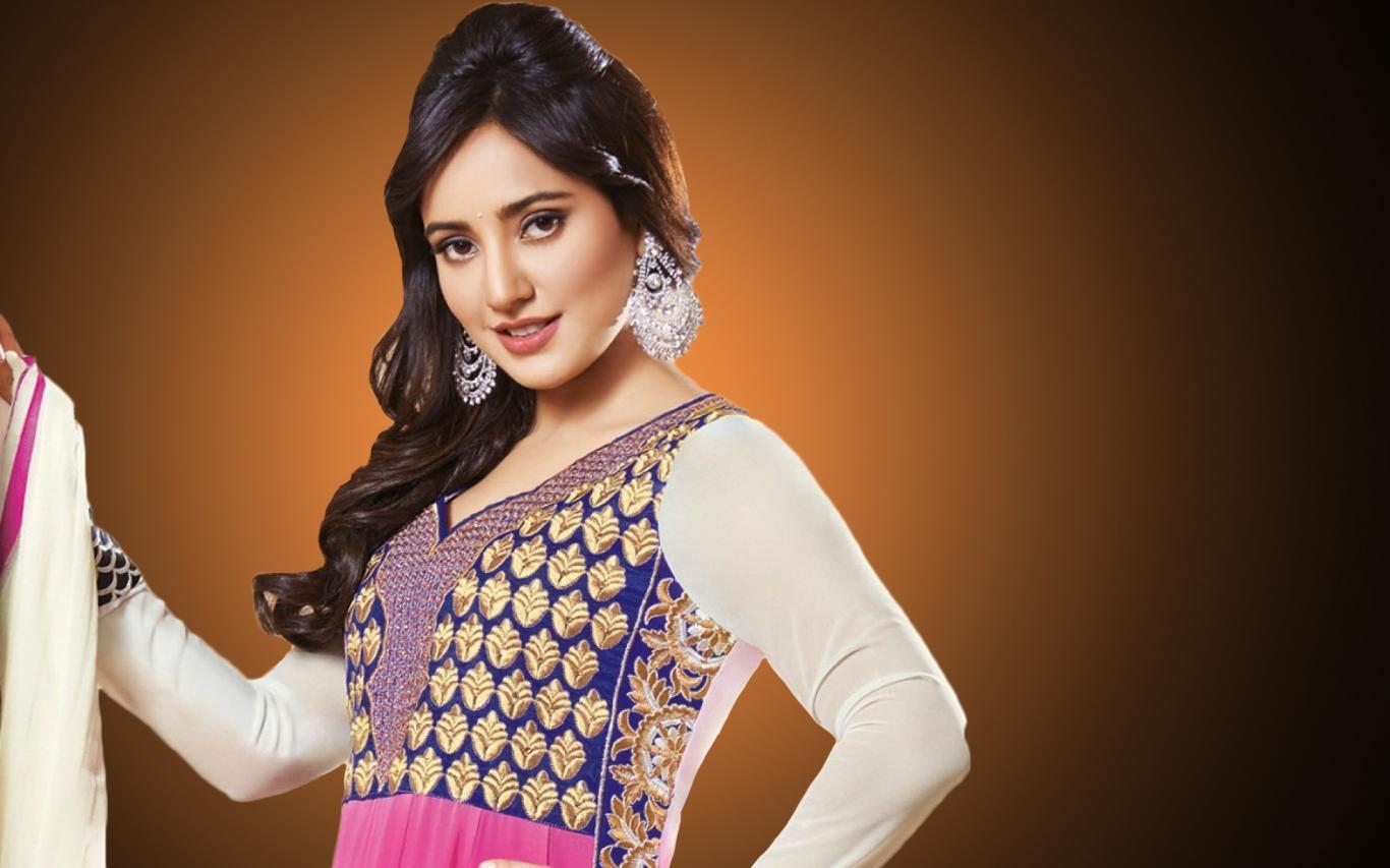 Beautiful-Actress-Neha-Sharma-Hd-desktop-Wallpapers