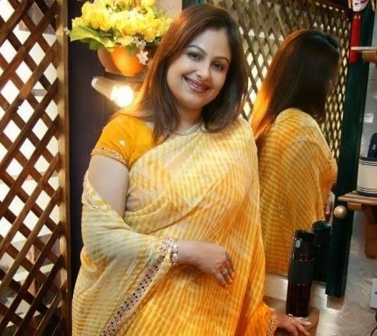 Ayesha Jhulka HD pics