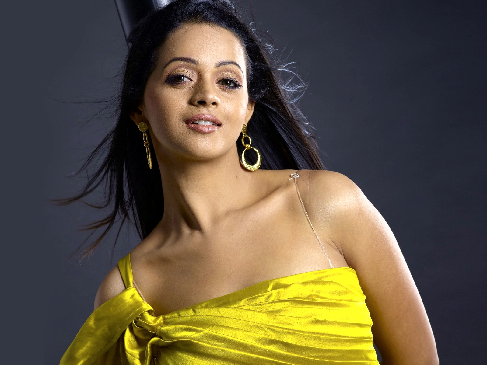 gul-panag-latest-hot-wallpaper