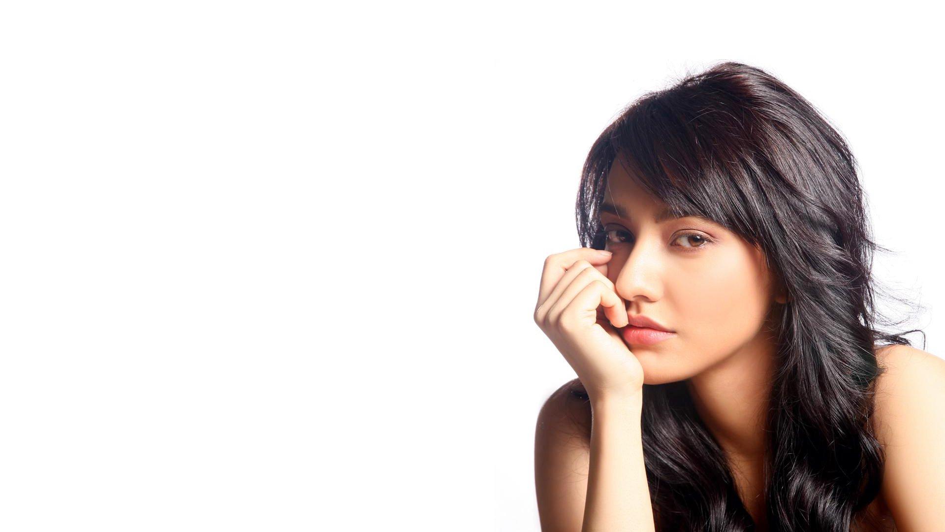 Beautiful-Actress-Neha-Sharma-Hd-hot-Wallpapers