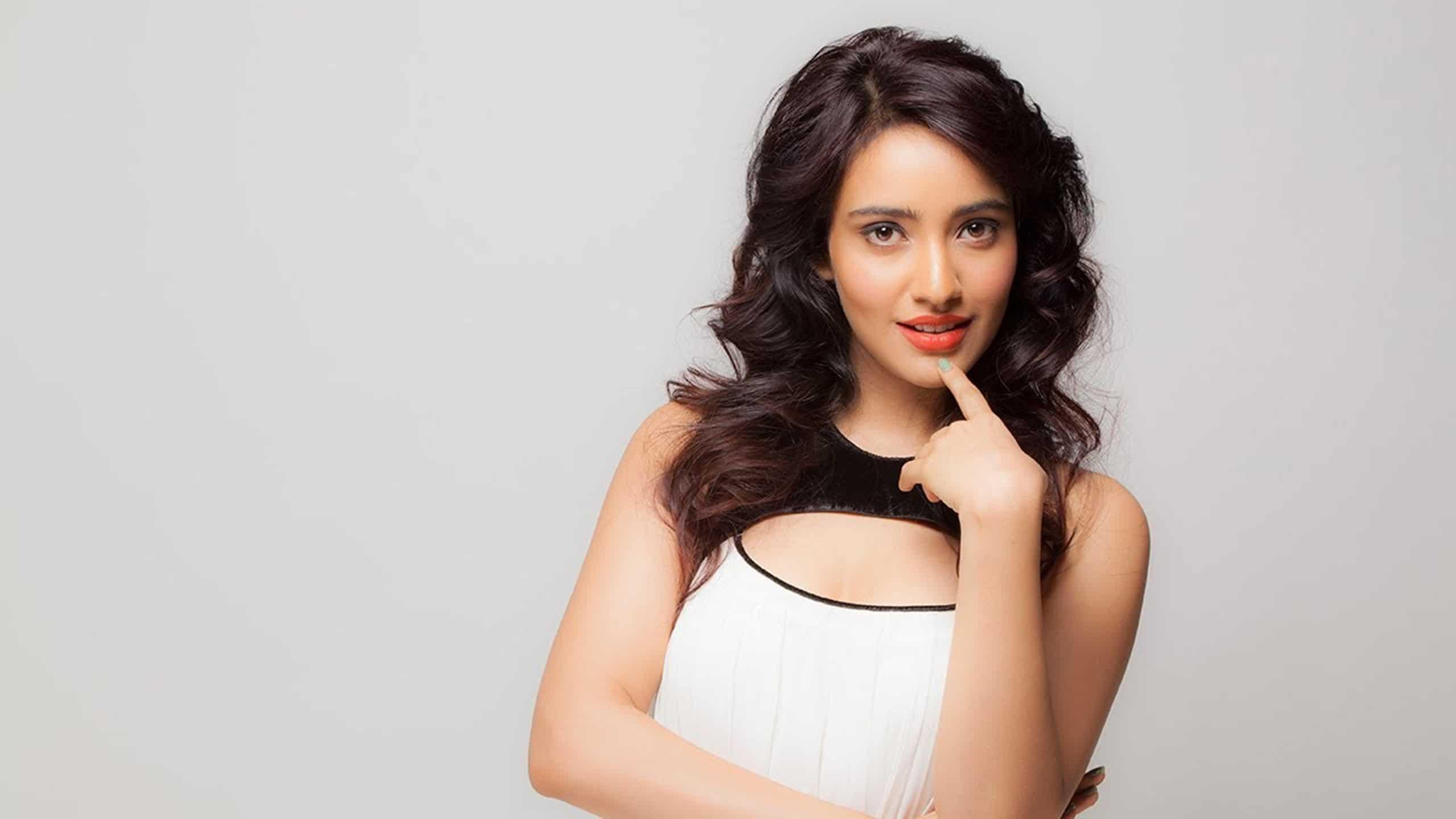 Beautiful-Actress-Neha-Sharma-Hd-Wallpaper