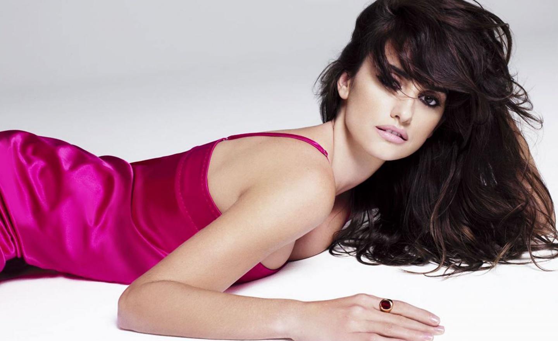 Penelope-Cruz-in-pink