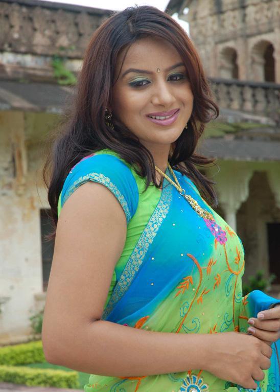 Pooja-Gandh-saree-images