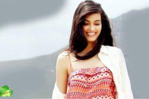 Top-Bollywood-Famous-Actress-Diana-Penty-HD-Wallpaper