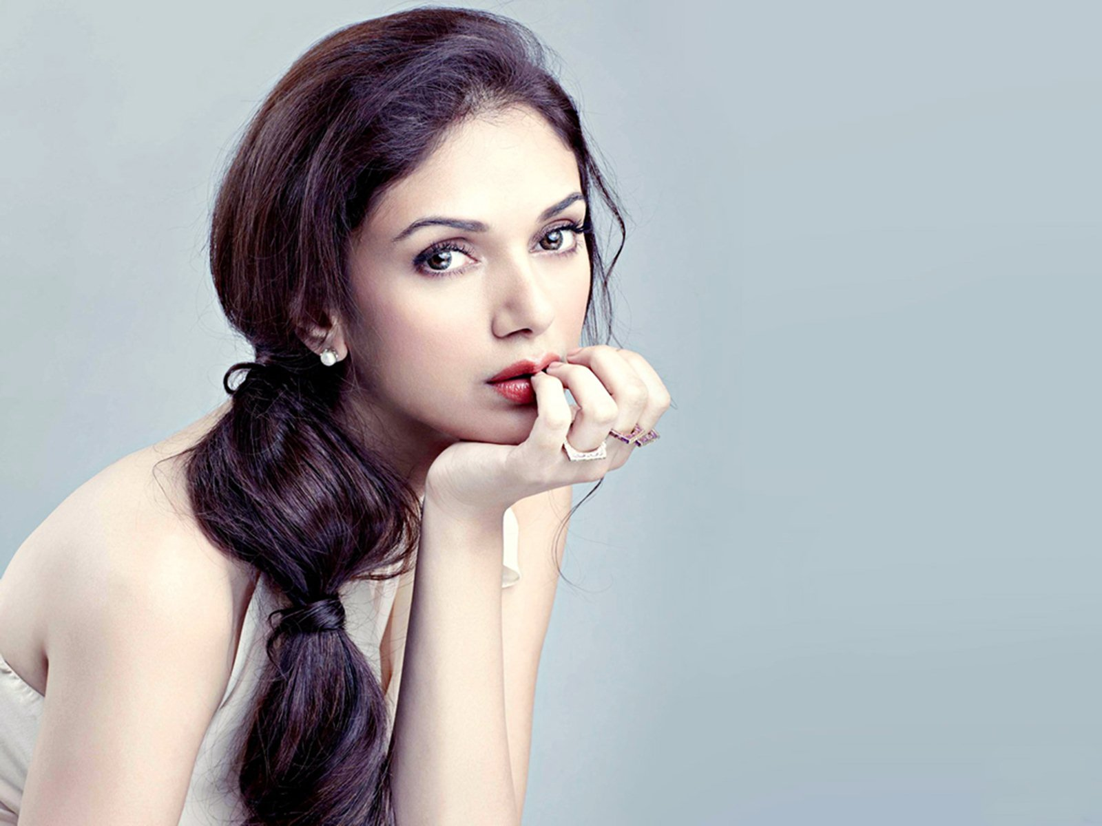aditi-rao-hydari-computer-wallpaper-54065-55796-hd-wallpapers