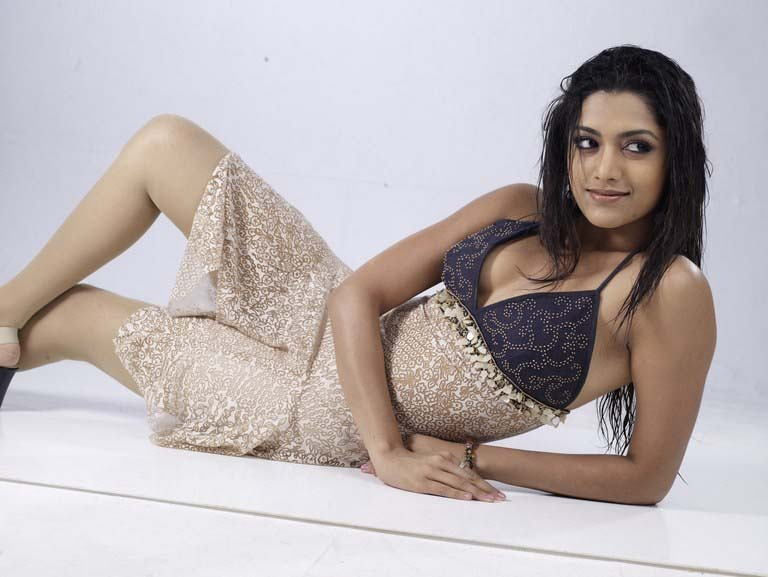 Mamatha Mohan Das Hot And Romantic Pics