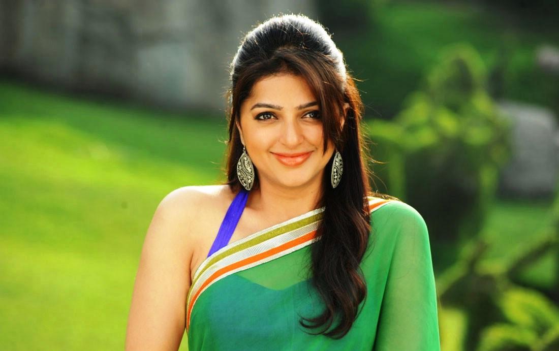 desktop-wallpaper-hindi-actress-bhumika-chawla-cute-smile