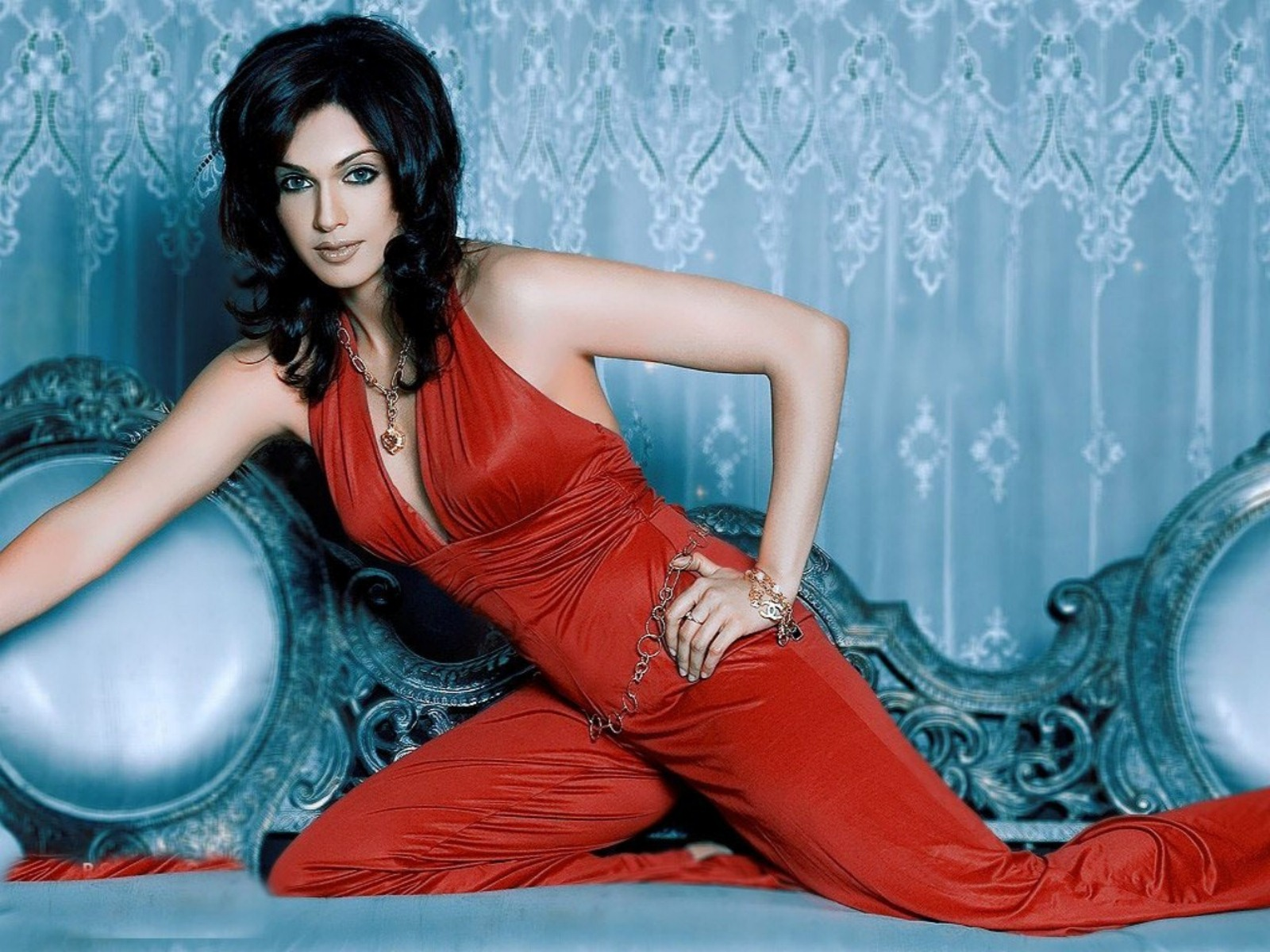 hot_bollywood_actress_isha_koppikar