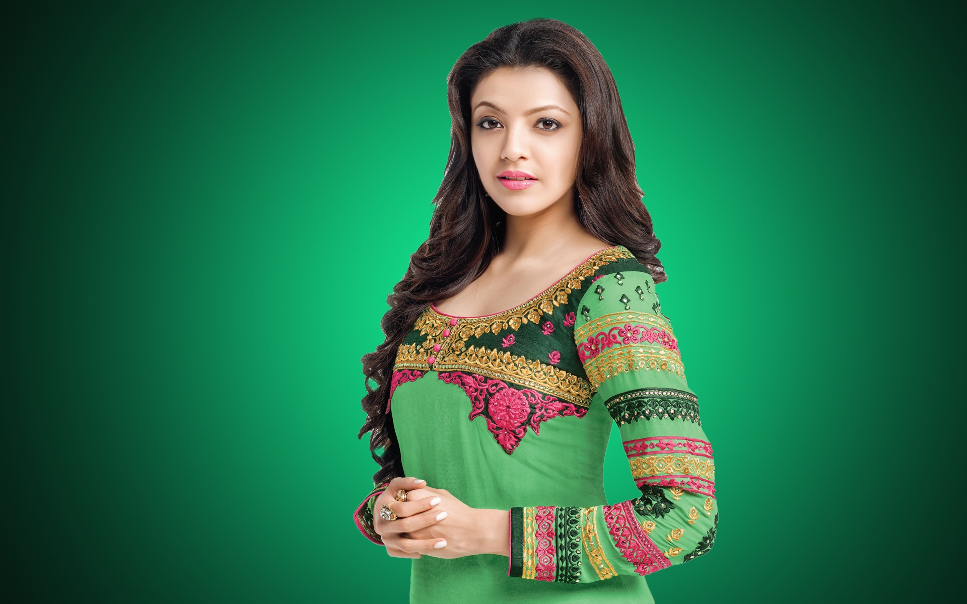 kajal-agarwal-hd-desktop-wallpapers