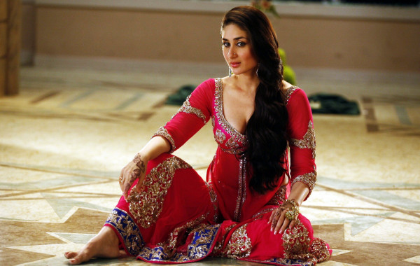 Kareena-Kapoor-4k-full-hd-wallpaper-photos-wide