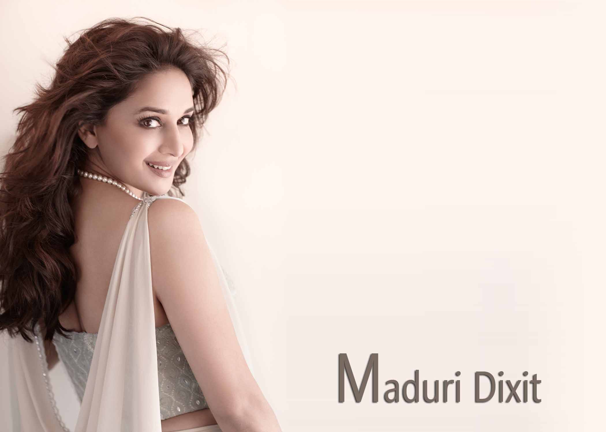 madhuri-dixit-free-wallpapers-and-backgrounds