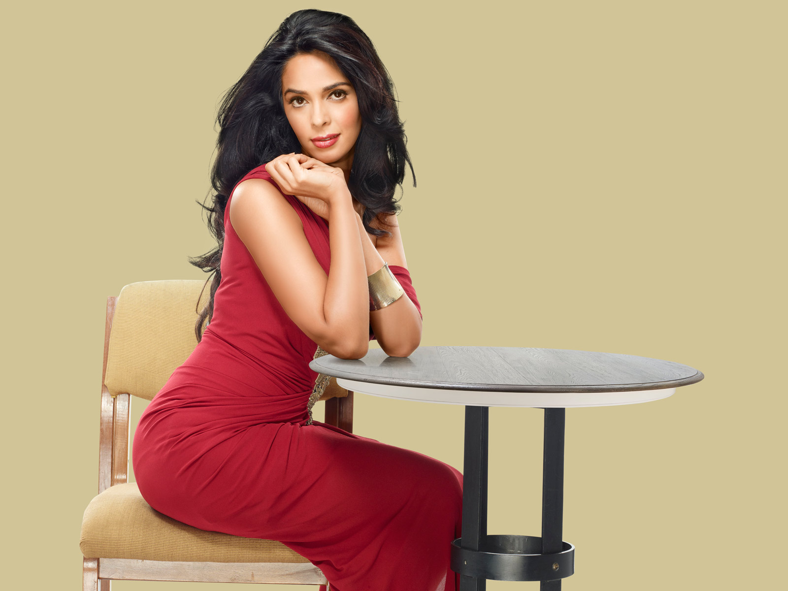 mallika-sherawat-in-red-dress_1600x1200