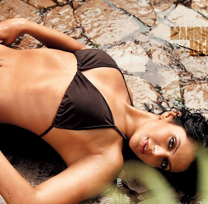 Mandira-Bedi-sexy-wallpapers