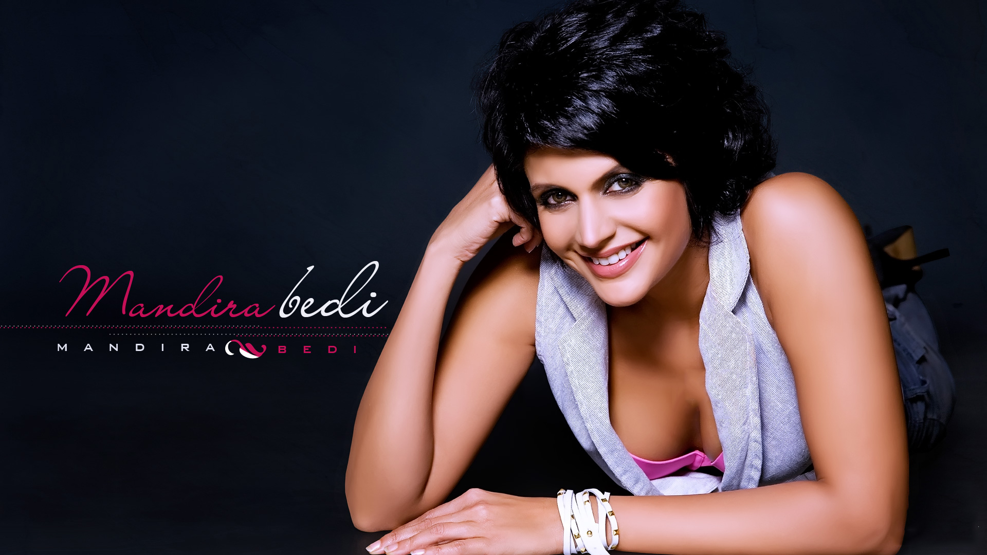 mandira-bedi-hot-cleavage-wallpaper_1920x1080