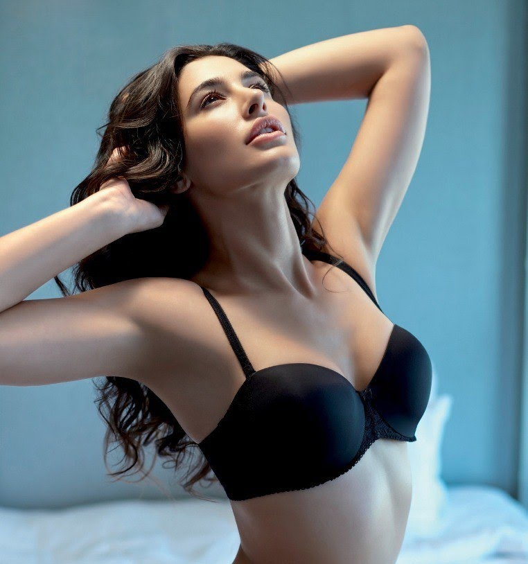 nargis_fakhri_hot_sexy_photo
