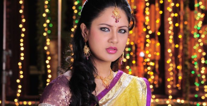 pooja-bose-half-saree-telugu-movie-stills