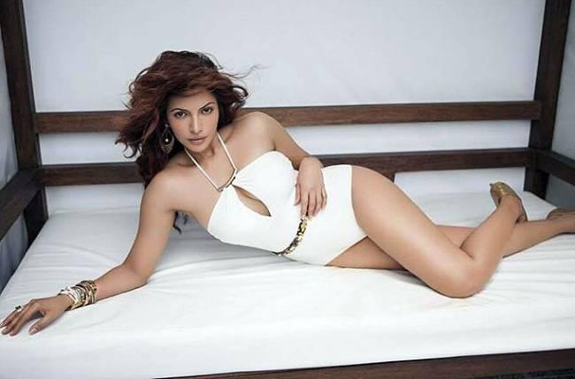 Shama-Sikander-hot-ultra-hd-sexy-bed-pics