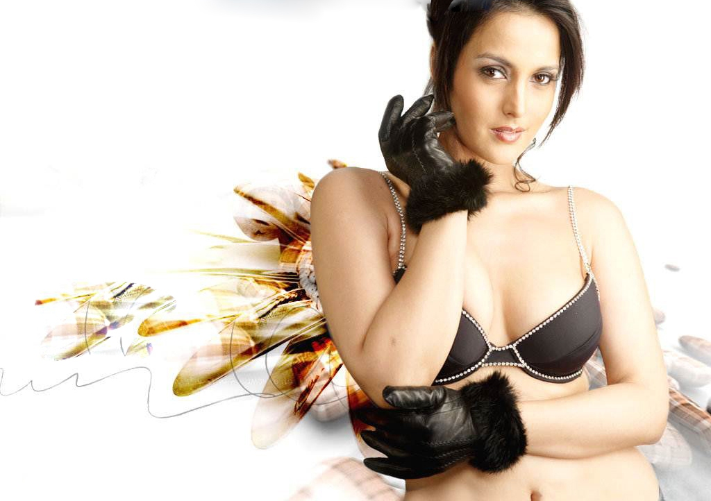 tulip-joshi-navel-wallpaper