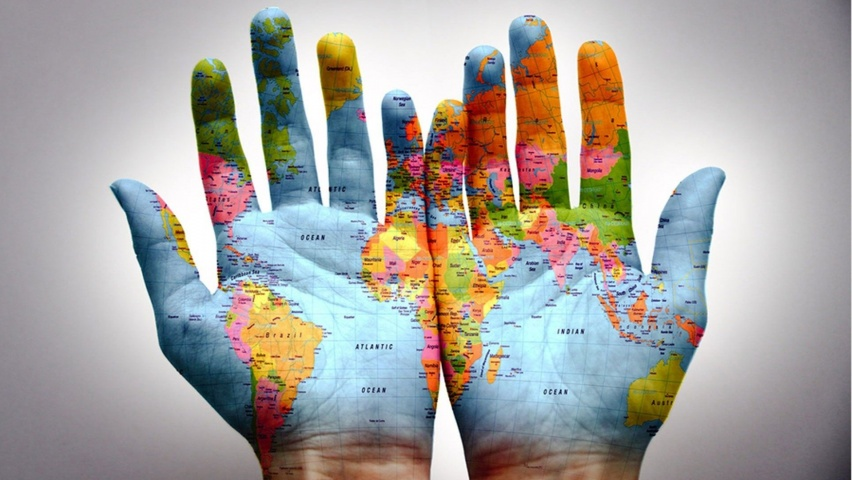 worldmap_in_hands